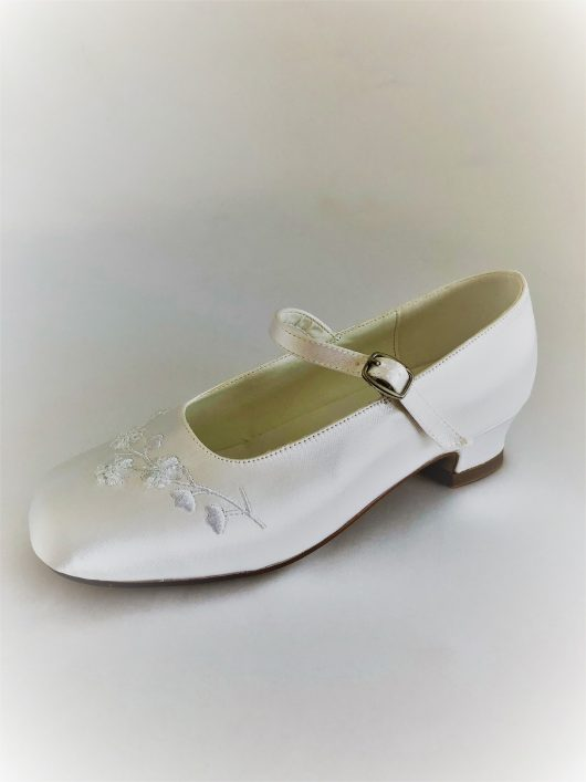 656 Children Snow White Satin Shoes