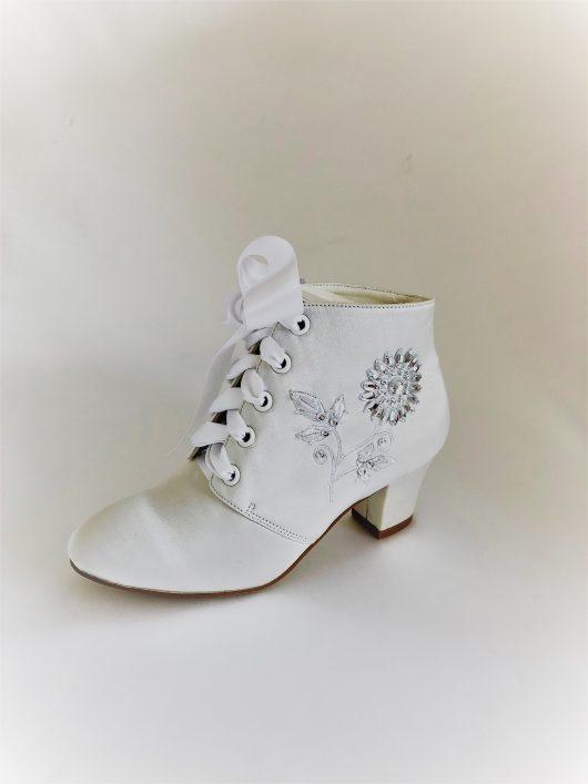 655 Children Snow White Satin Boots
