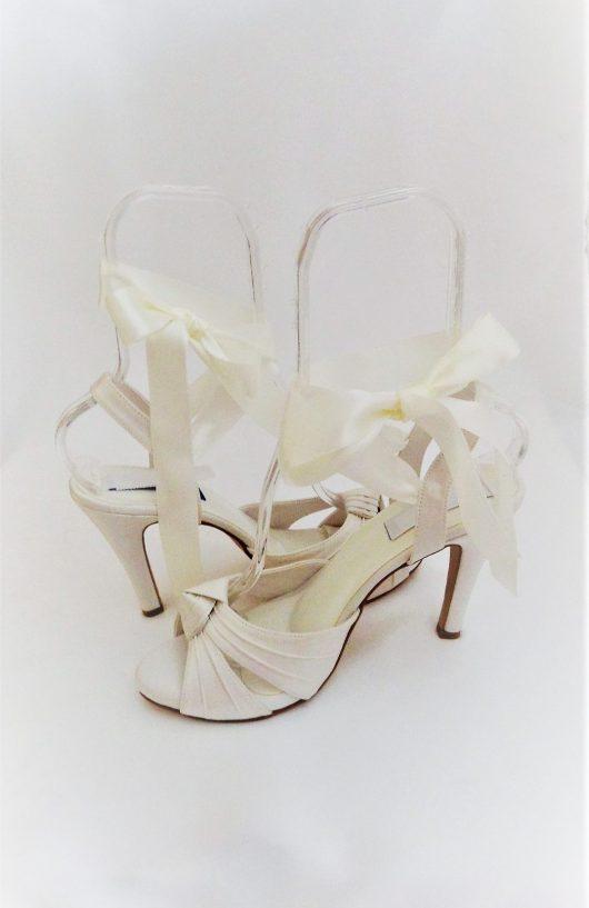 619 Winter White Ribbon Shoes