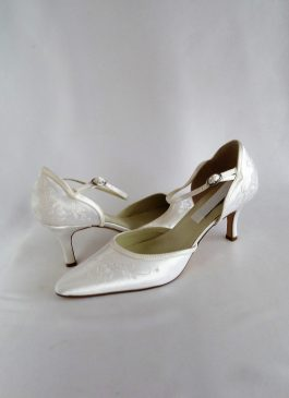 616 Snow White Satin Shoes